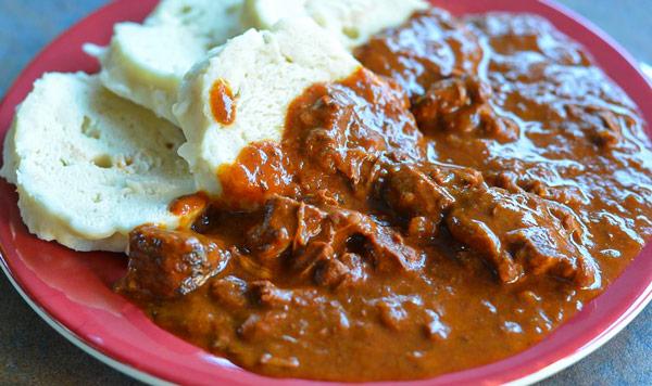 Гуляш (Guláš) мясо тушёное с луком и специями