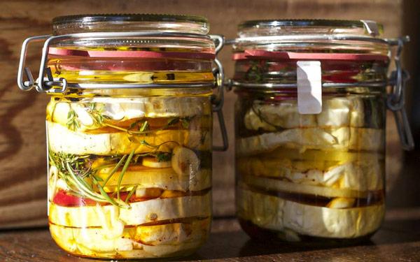 Маринованный гермелин чешский сыр с белой плесенью